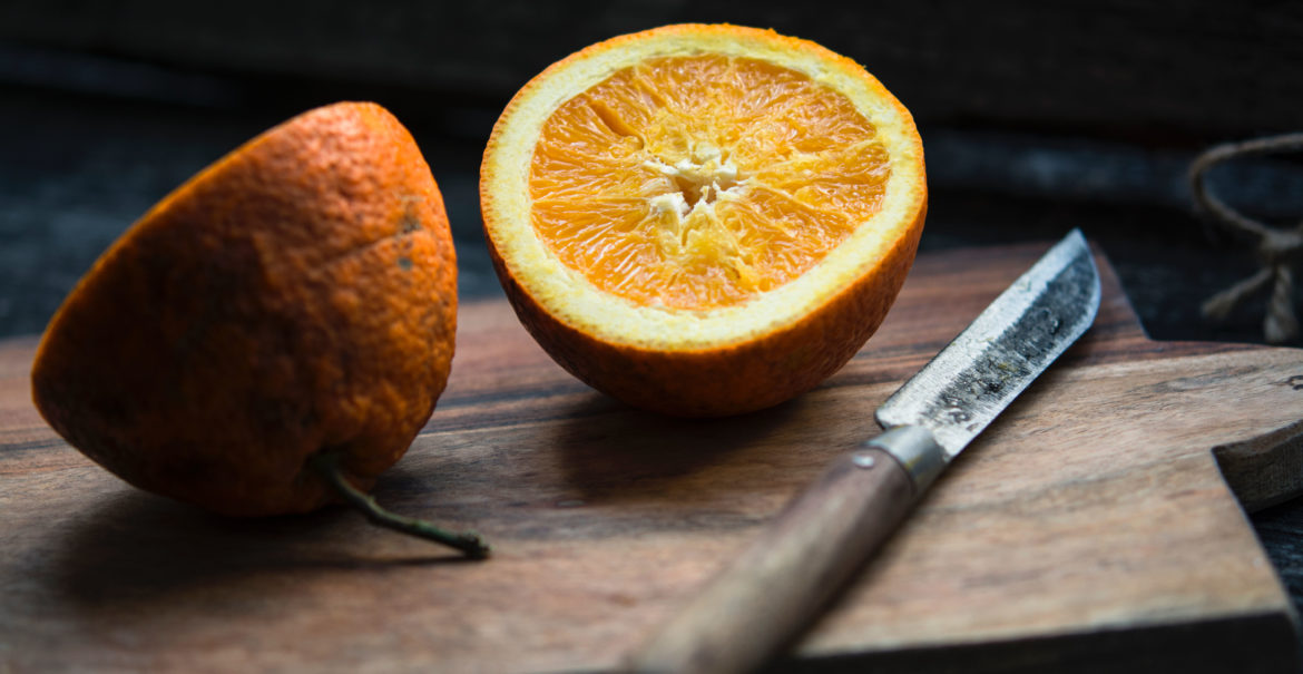 oranges and knife